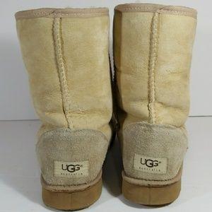 UGG Shoes - UGG Australia Short Classic Women's 5825 Boot Sz 9
